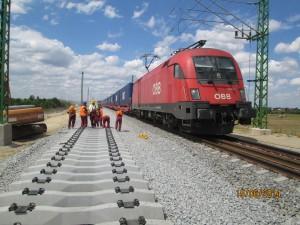 3. kép Az átépítés alatt a személy-és teherforgalom folyamatos volt Fotó Koller László